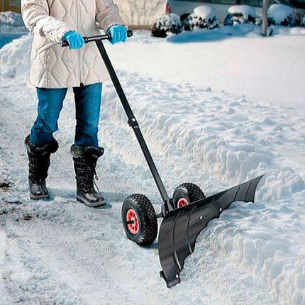 Уборка снега и уход за тротуарной плиткой зимой