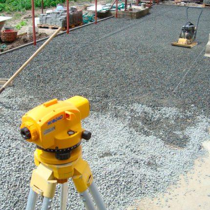 Подготовка участка под укладку тротуарной плитки с применением лазерного нивелира