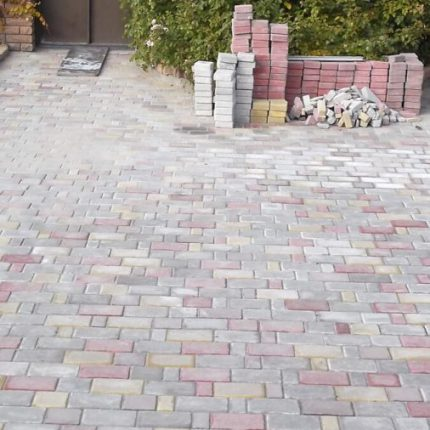 Укладка литой тротуарной плитки «Старый город»
