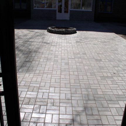 Укладка тротуарной плитки «Кирпич»