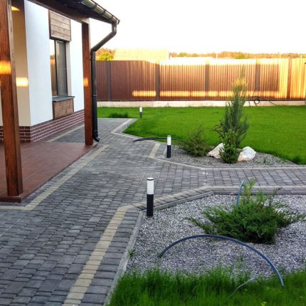 Укладка тротуарной плитки «Старый город» в частном доме 350 м², Обуховка